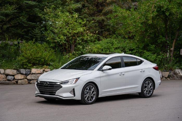 Chiếc Hyundai Elantra mang vẻ bề ngoài thể thao, khỏe khoắn