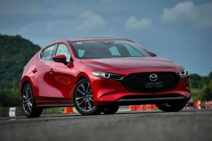 Mazda 3 nhìn tổng thể không quá mạnh mẽ, nhưng lại rất thể thao, thời thượng, trẻ trung
