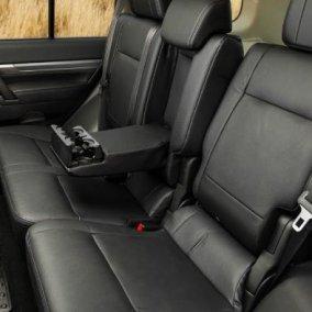 Có hai kiểu bọc ghế xe Mitsubishi Pajero Sport được áp dụng phổ biến