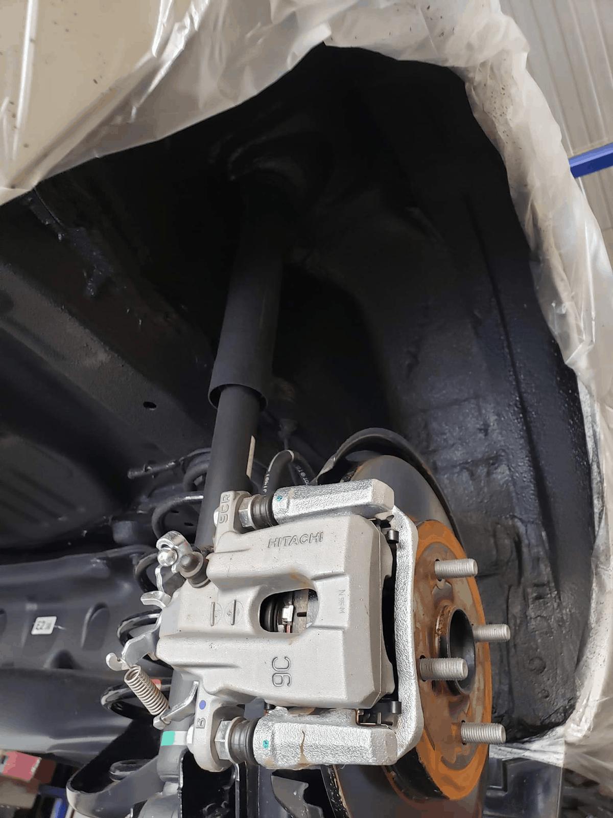 Quy trình phủ gầm xe gồm nhiều bước